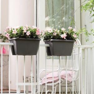 jardiniere balcon elegant agrandir une jardinire pour tout avoir porte de main au balcon ou sur. Black Bedroom Furniture Sets. Home Design Ideas