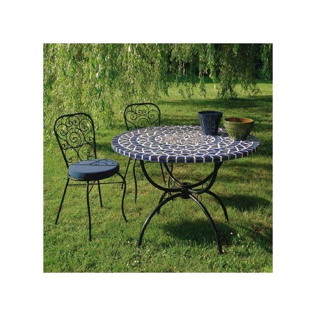 Salon : table ronde à mosaique Ø 110 cm + 4 chaises en fer forgé avec  coussin