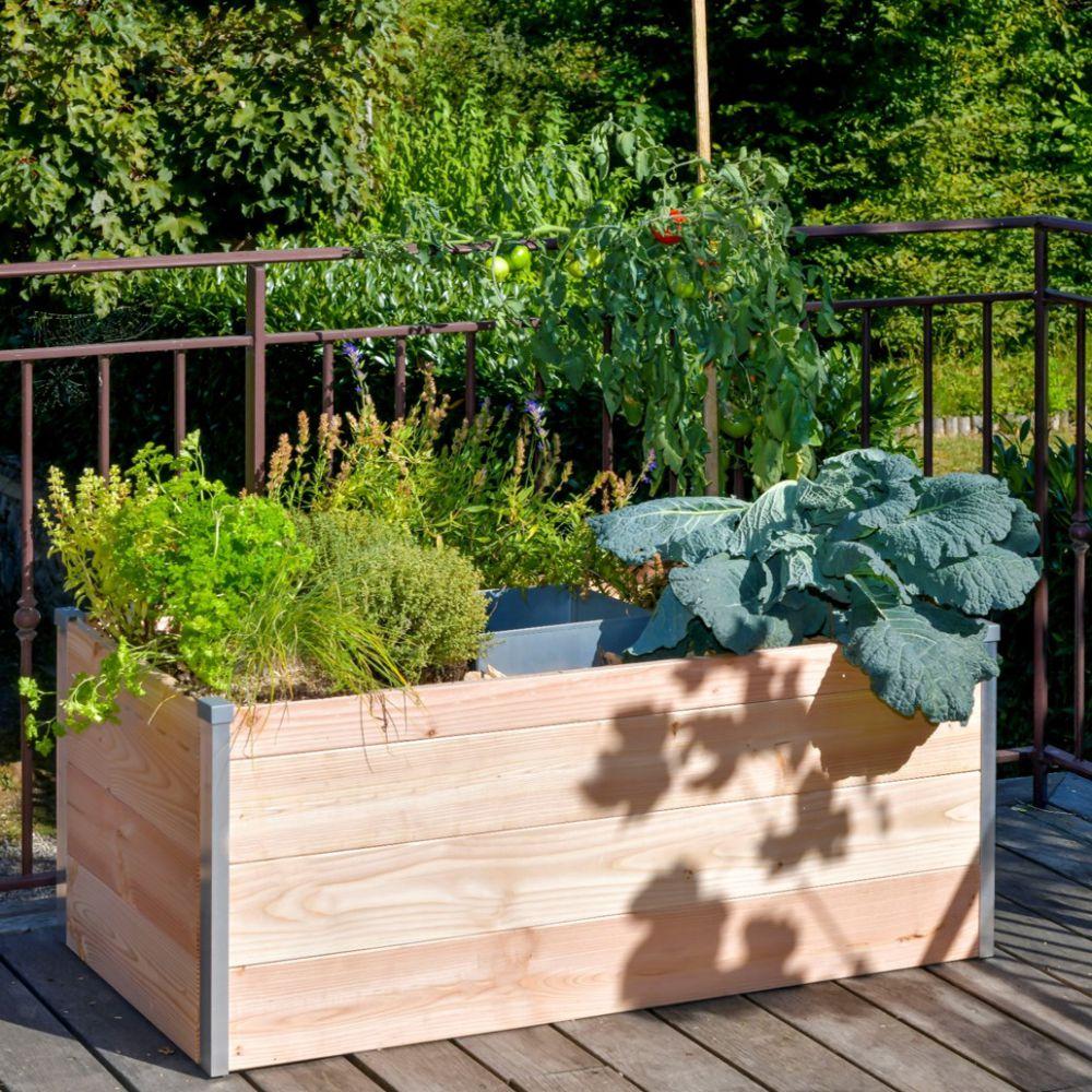 Carré potager en bois avec composteur Keyhole garden